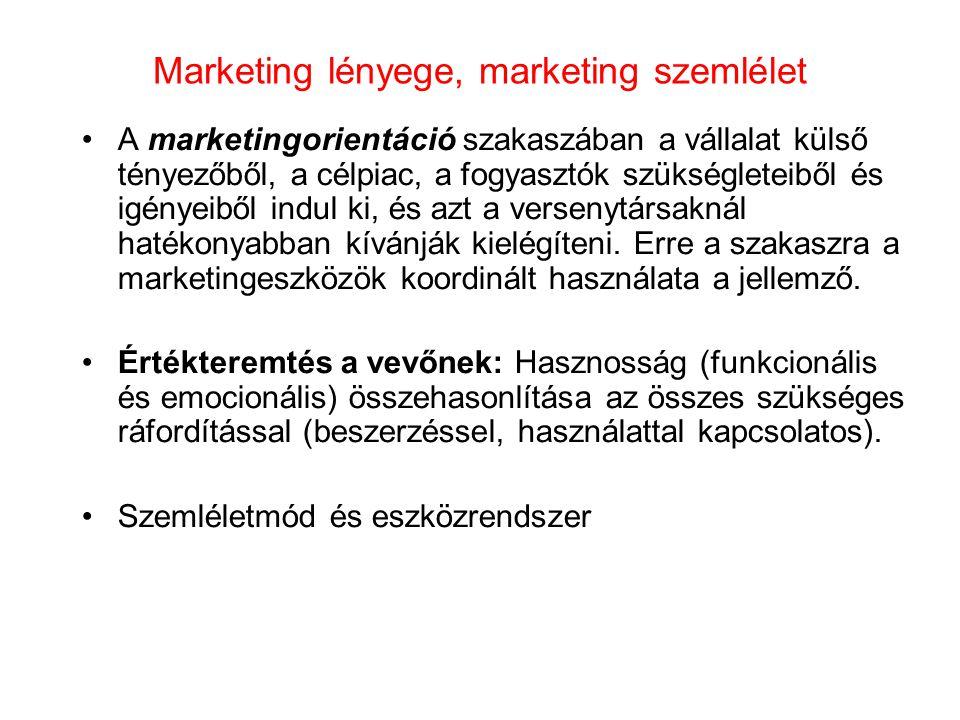 Marketingdöntések a KKV-k számára •Célpiac kiválasztása •Marketing Mix kiválasztása- 4P:azon marketingeszközök összessége, amelyeket a vállalat a célpiacon céljai elérésére alkalmaz.