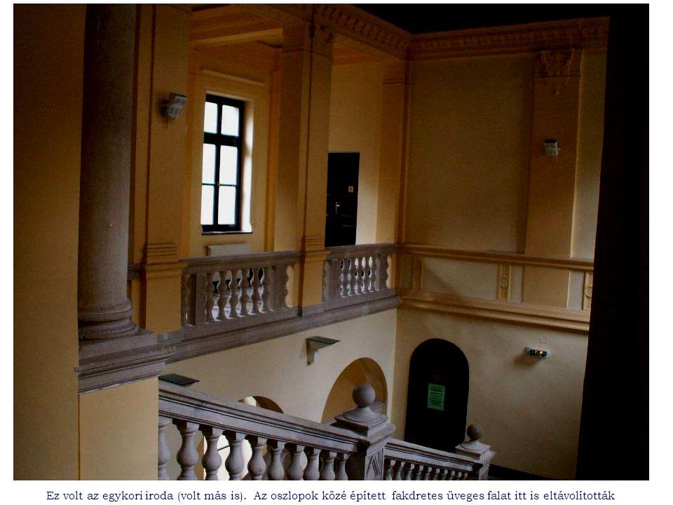 Ez a folyosó szolgált irodaként az utolsó itt töltött években.