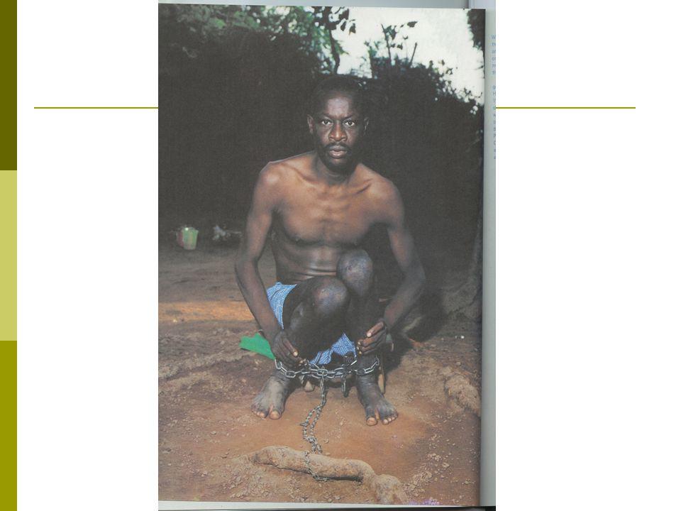 Képmagyarázat  Az első kép hospitalizált betegeket mutat, akiknél a stigmatizáló intézményi hatások nyilvánvalóak  A második képen viszont egy kezeletlen, veszélyes viselkedésű pszichotikus férfi látható egy afrikai faluban, ahol nincs korszerű pszichiátria.