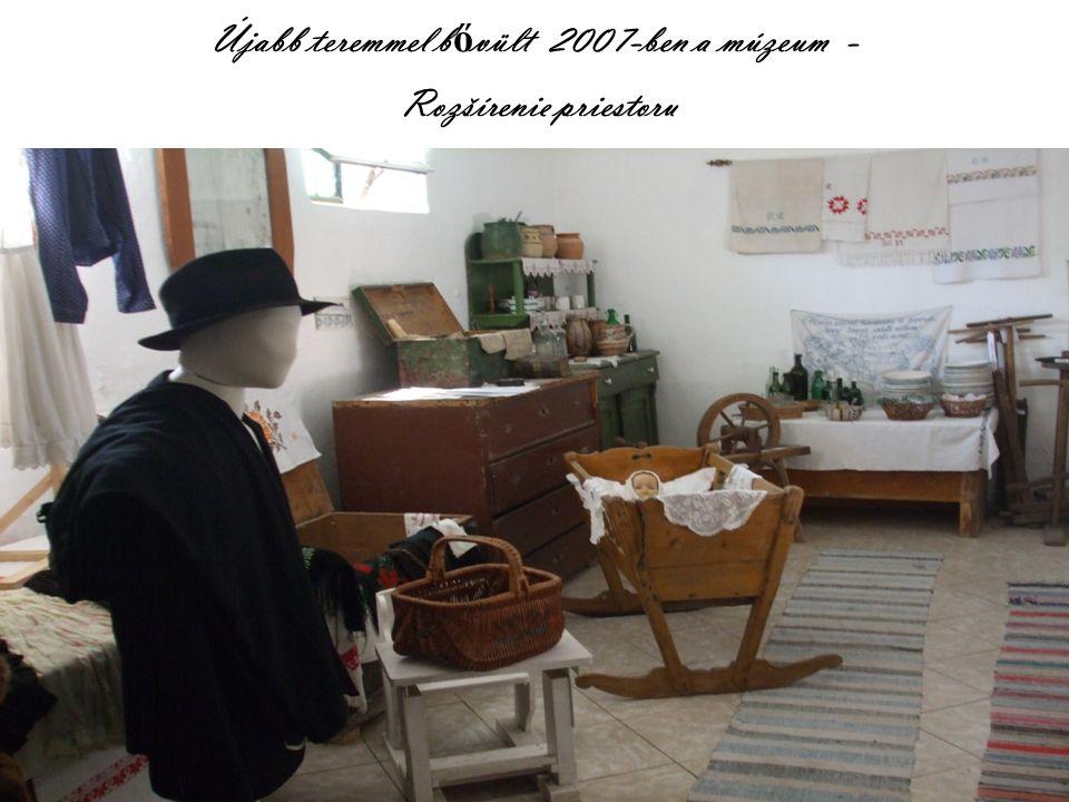 Közösségi színtérként is m ű köd ő helyiség – Miestnost' ako spolo č ensk ý priestor