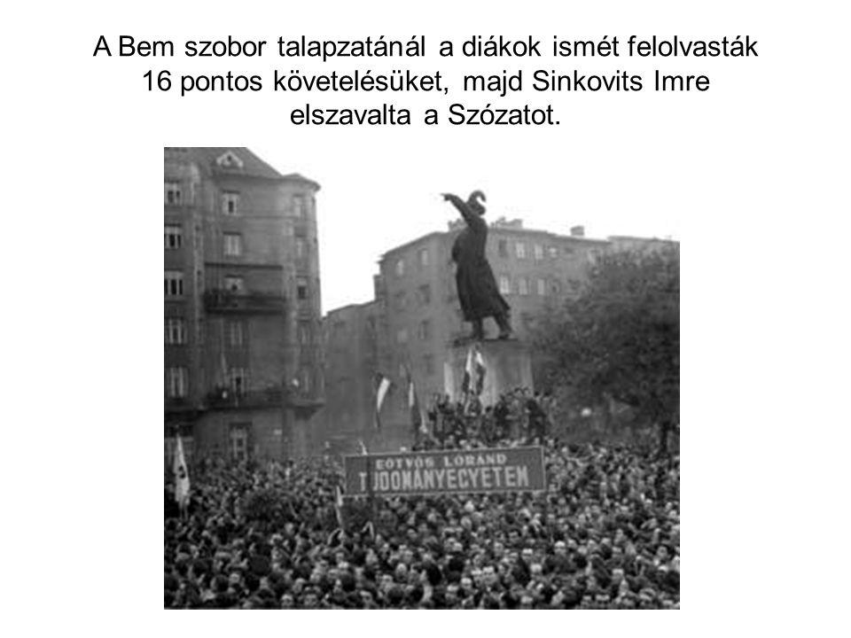 A Bem szobor talapzatánál a diákok ismét felolvasták 16 pontos követelésüket, majd Sinkovits Imre elszavalta a Szózatot.
