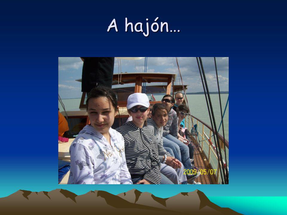 A hajón…