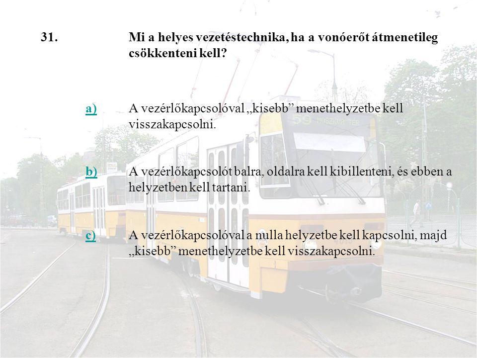"""31. Mi a helyes vezetéstechnika, ha a vonóerőt átmenetileg csökkenteni kell a) A vezérlőkapcsolóval """"kisebb menethelyzetbe kell visszakapcsolni."""