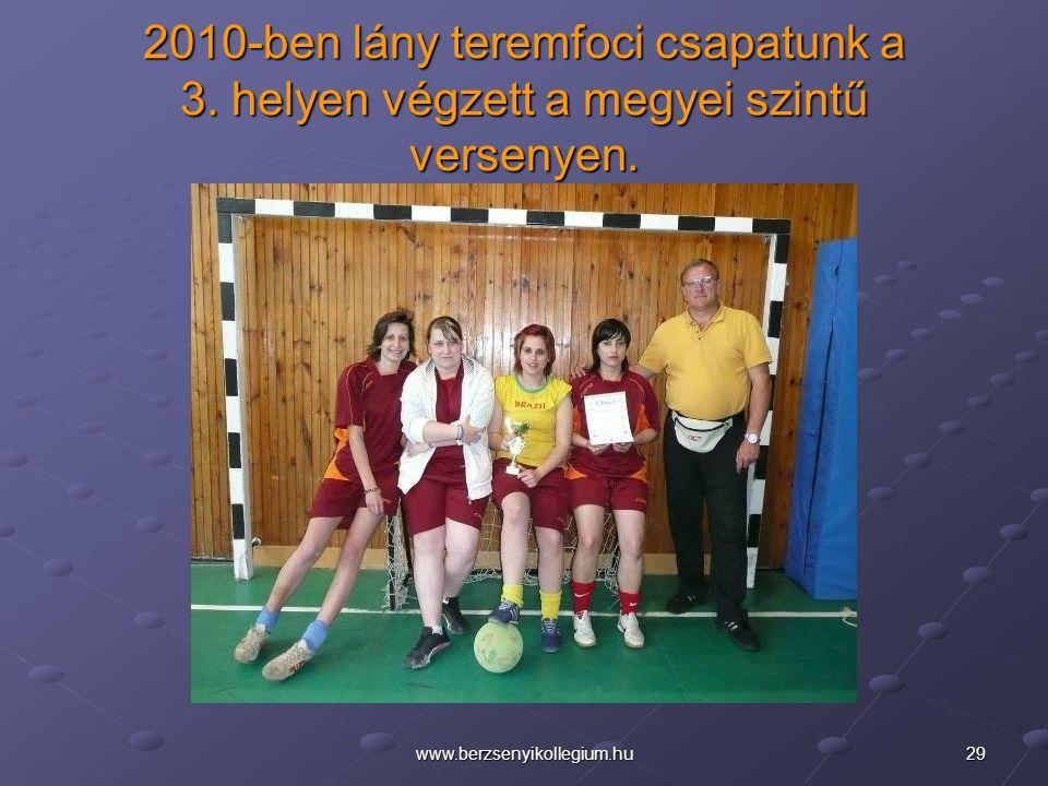 2010-ben lány teremfoci csapatunk a 3