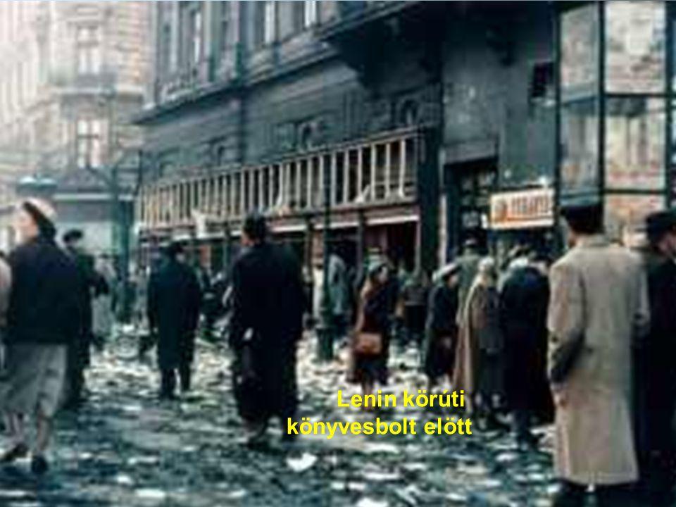 Lenin körúti könyvesbolt elött