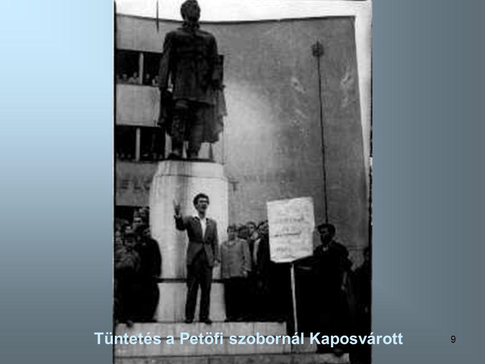 Tüntetés a Petöfi szobornál Kaposvárott