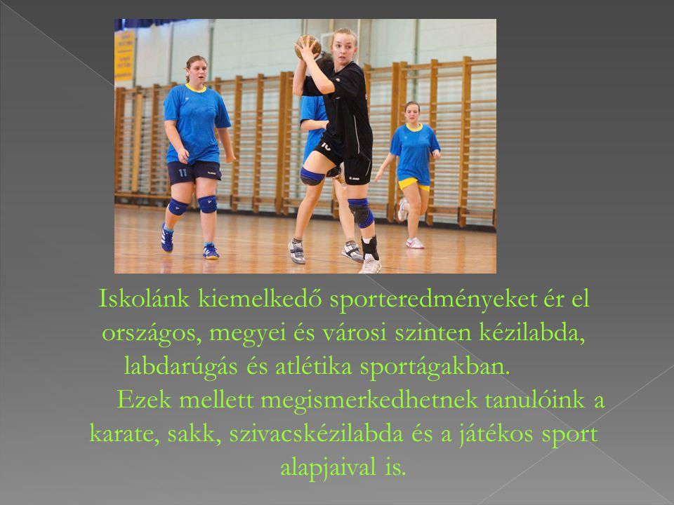 Iskolánk kiemelkedő sporteredményeket ér el országos, megyei és városi szinten kézilabda, labdarúgás és atlétika sportágakban. Ezek mellett megismerkedhetnek tanulóink a karate, sakk, szivacskézilabda és a játékos sport alapjaival is.