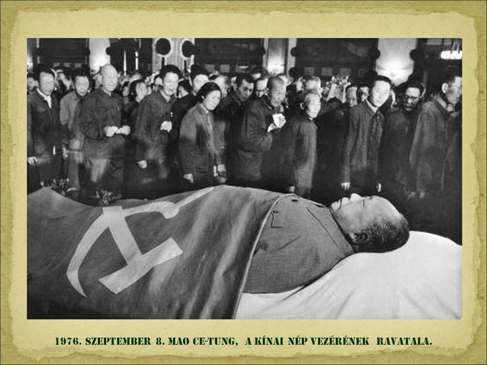 1976. szeptember 8. mao Ce-tung, a kínai nép vezérének ravatala.