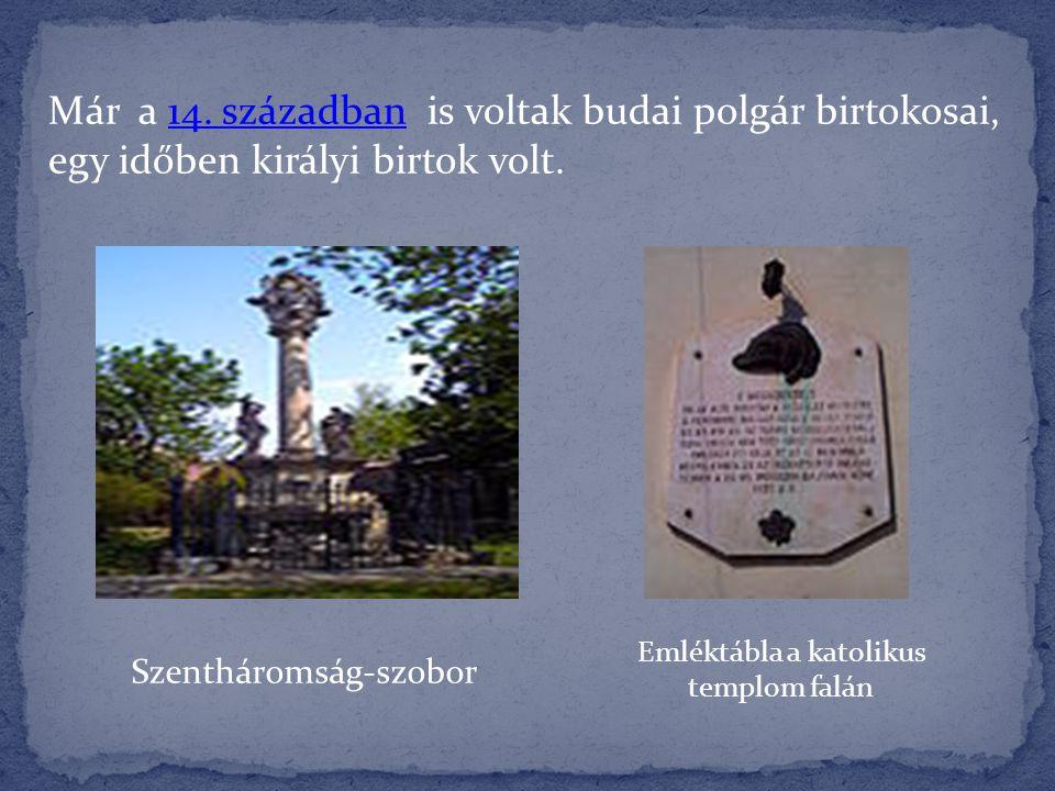 Emléktábla a katolikus templom falán