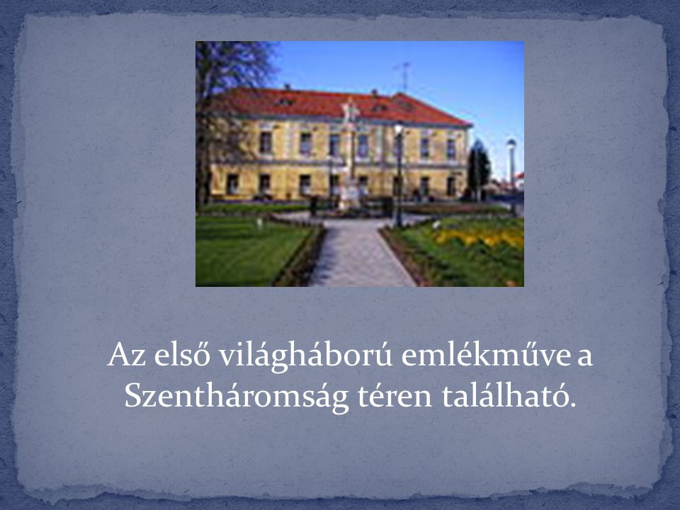 Az első világháború emlékműve a Szentháromság téren található.