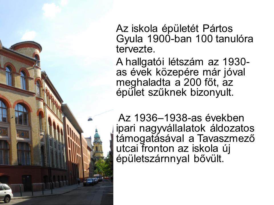 Az iskola épületét Pártos Gyula 1900-ban 100 tanulóra tervezte.