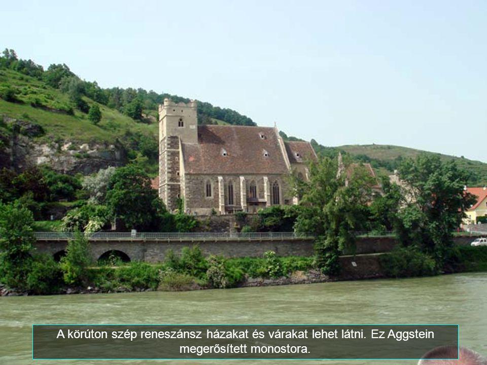 A körúton szép reneszánsz házakat és várakat lehet látni