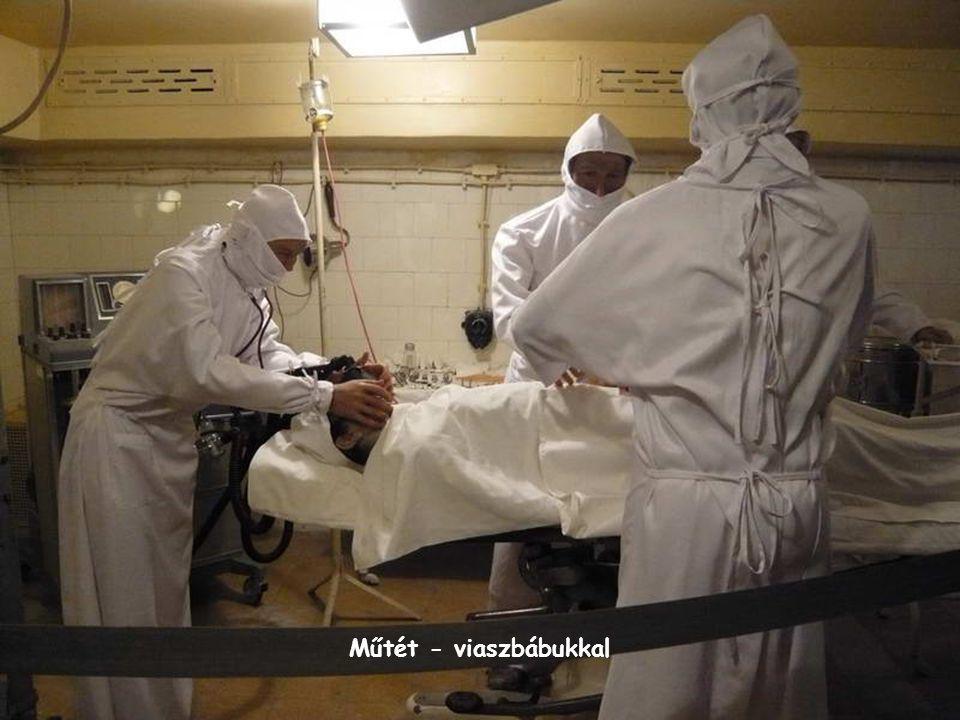 Műtét - viaszbábukkal