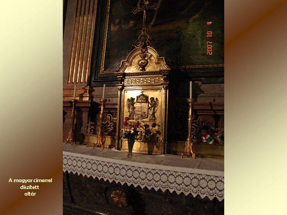 A magyar címerrel díszített oltár