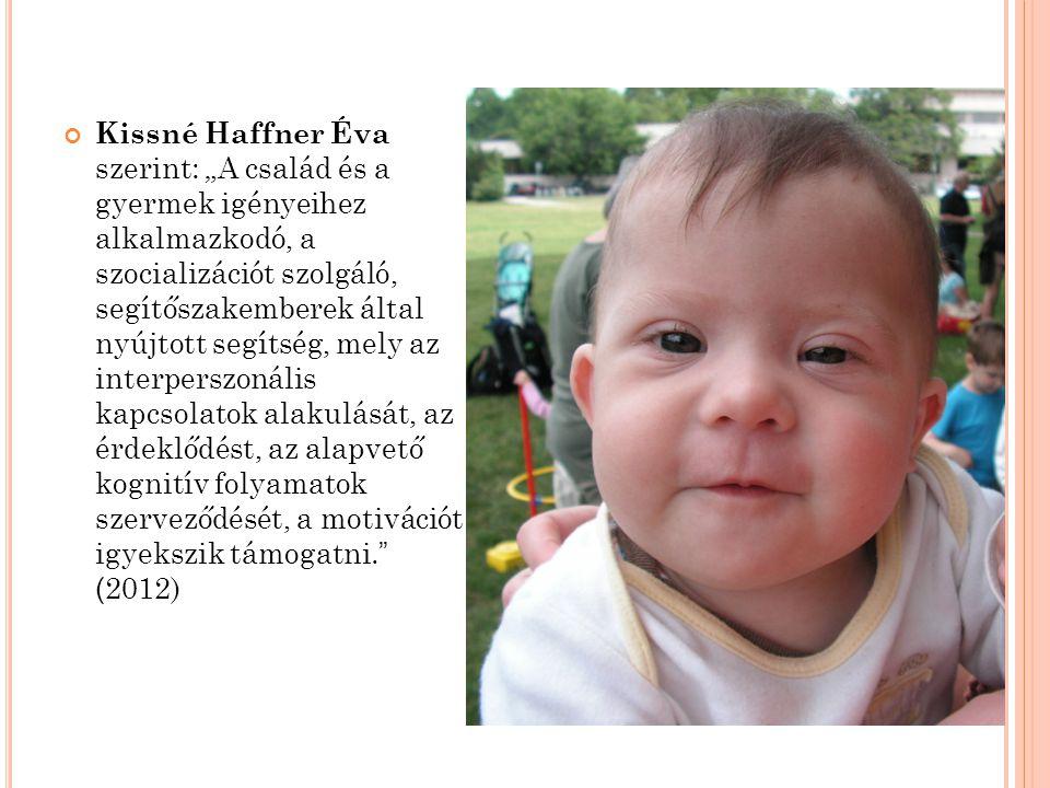 """Kissné Haffner Éva szerint: """"A család és a gyermek igényeihez alkalmazkodó, a szocializációt szolgáló, segítőszakemberek által nyújtott segítség, mely az interperszonális kapcsolatok alakulását, az érdeklődést, az alapvető kognitív folyamatok szerveződését, a motivációt igyekszik támogatni. (2012)"""