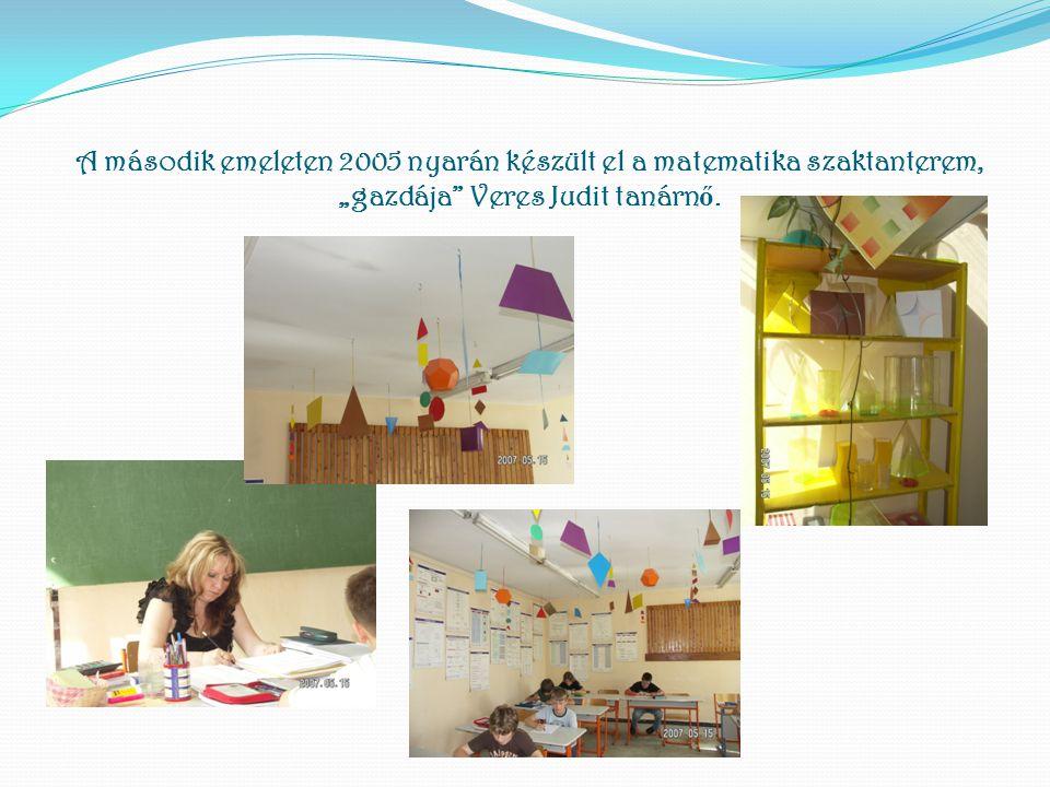 """A második emeleten 2005 nyarán készült el a matematika szaktanterem, """"gazdája Veres Judit tanárnő."""