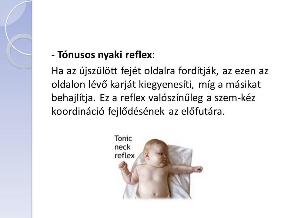 - Tónusos nyaki reflex: Ha az újszülött fejét oldalra fordítják, az ezen az oldalon lévő karját kiegyenesíti, míg a másikat behajlítja.