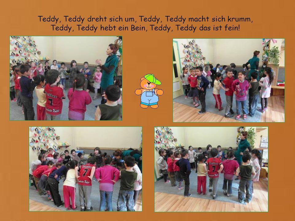Teddy, Teddy dreht sich um, Teddy, Teddy macht sich krumm, Teddy, Teddy hebt ein Bein, Teddy, Teddy das ist fein!