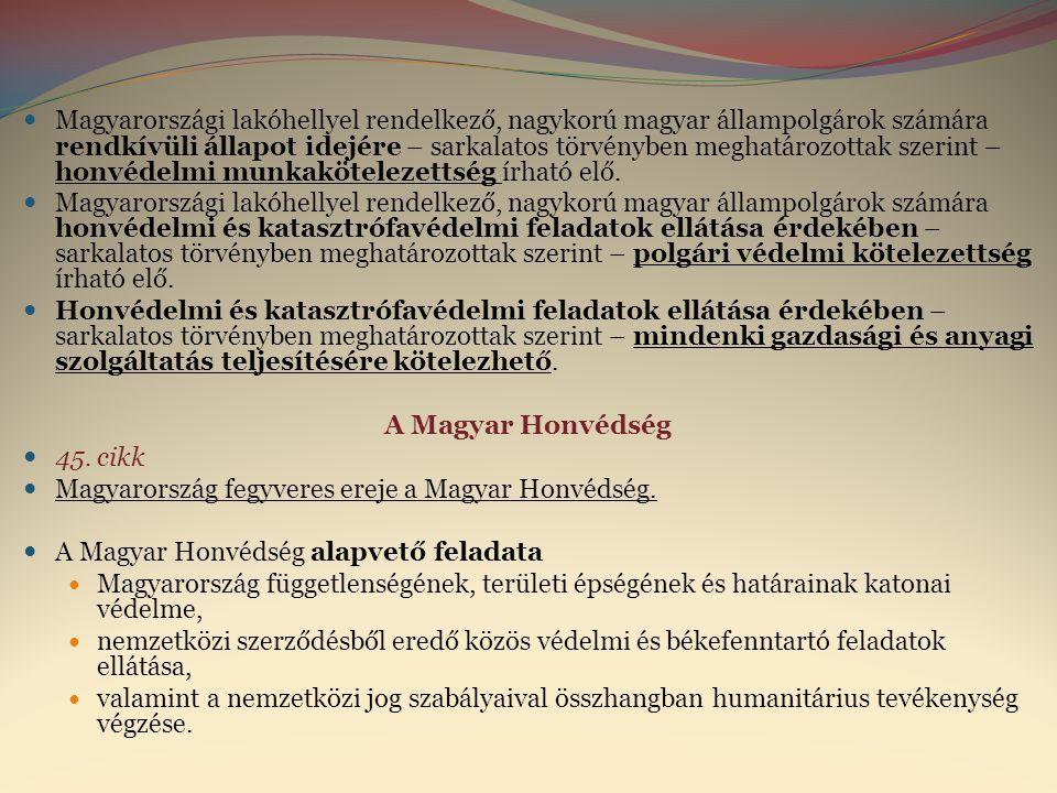 Magyarországi lakóhellyel rendelkező, nagykorú magyar állampolgárok számára rendkívüli állapot idejére – sarkalatos törvényben meghatározottak szerint – honvédelmi munkakötelezettség írható elő.