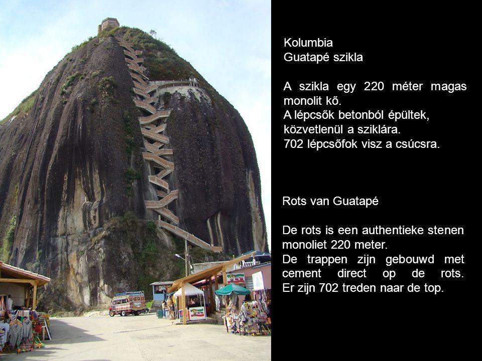 Kolumbia Guatapé szikla. A szikla egy 220 méter magas monolit kő. A lépcsők betonból épültek, közvetlenül a sziklára.