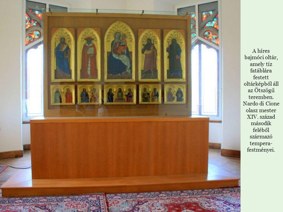 A híres bajmóci oltár, amely tíz fatáblára festett oltárképből áll az Ötszögű teremben.