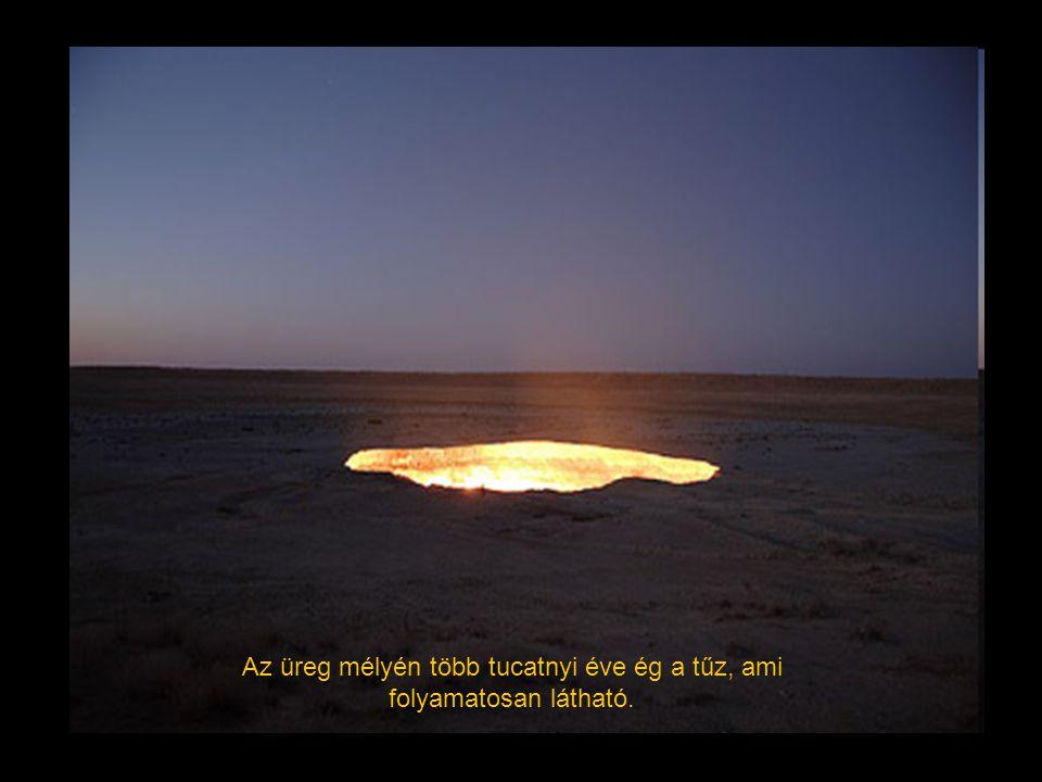 Az üreg mélyén több tucatnyi éve ég a tűz, ami folyamatosan látható.