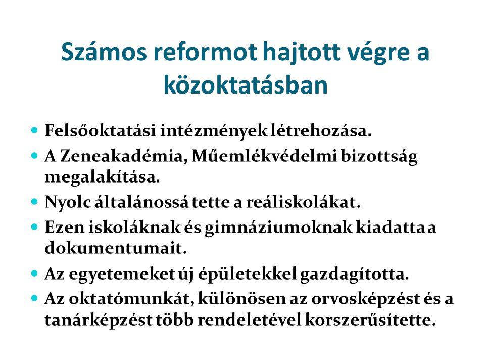 Számos reformot hajtott végre a közoktatásban