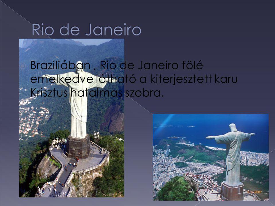Rio de Janeiro Braziliában , Rio de Janeiro fölé emelkedve látható a kiterjesztett karu Krisztus hatalmas szobra.