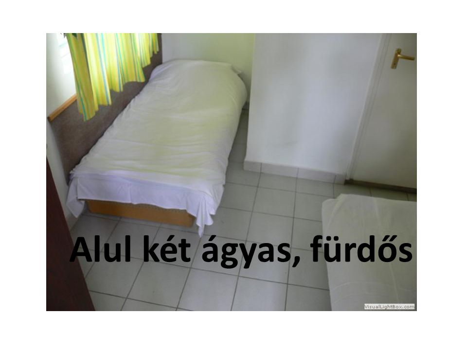 Alul két ágyas, fürdős