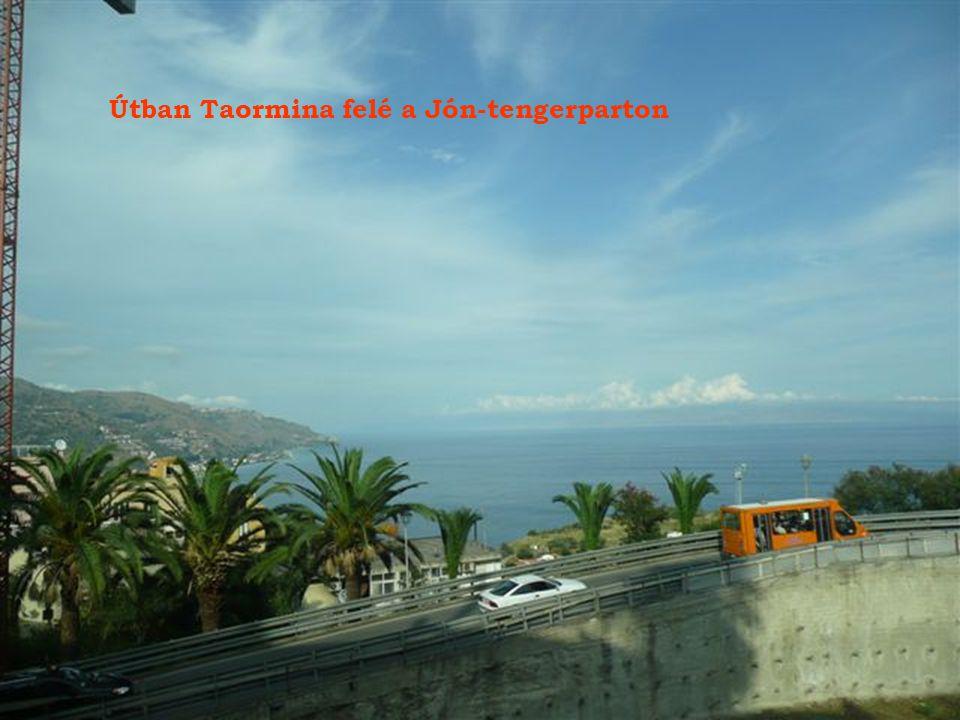 Útban Taormina felé a Jón-tengerparton