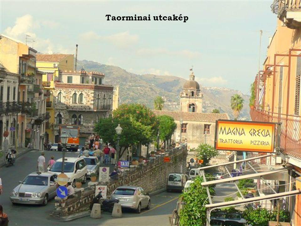 Taorminai utcakép