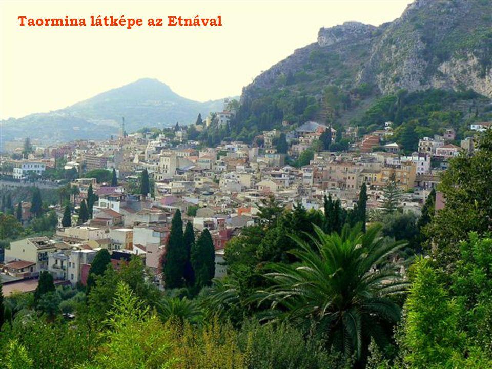 Taormina látképe az Etnával