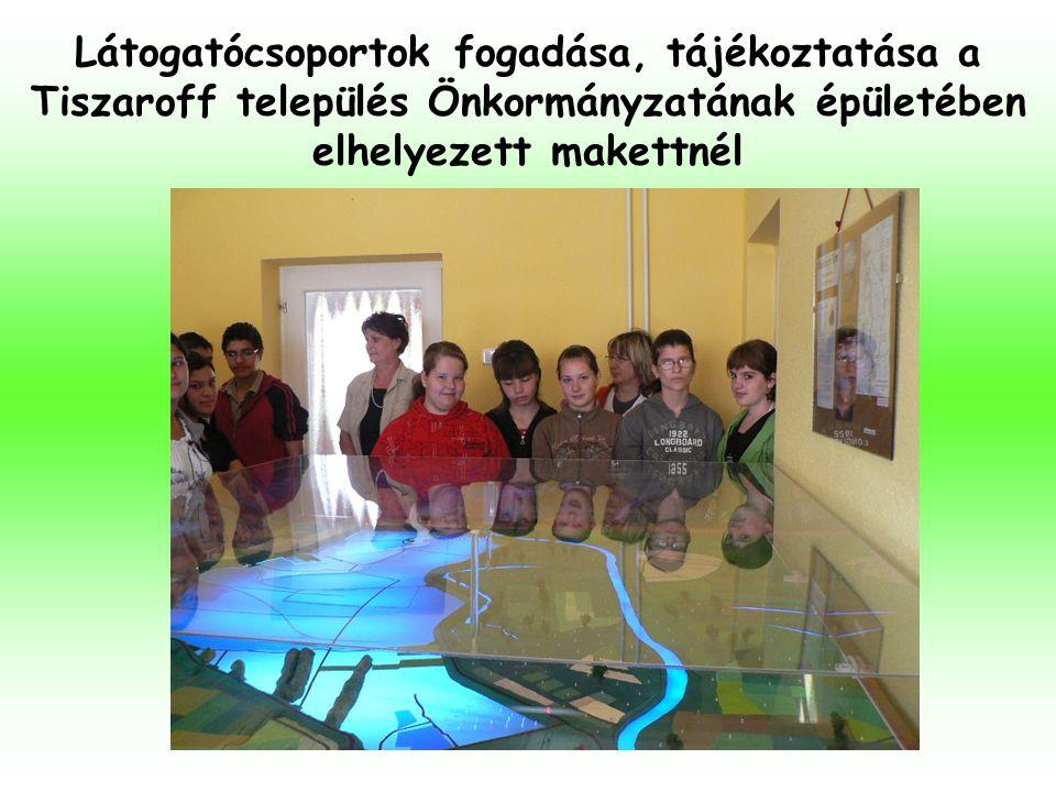 Látogatócsoportok fogadása, tájékoztatása a Tiszaroff település Önkormányzatának épületében elhelyezett makettnél