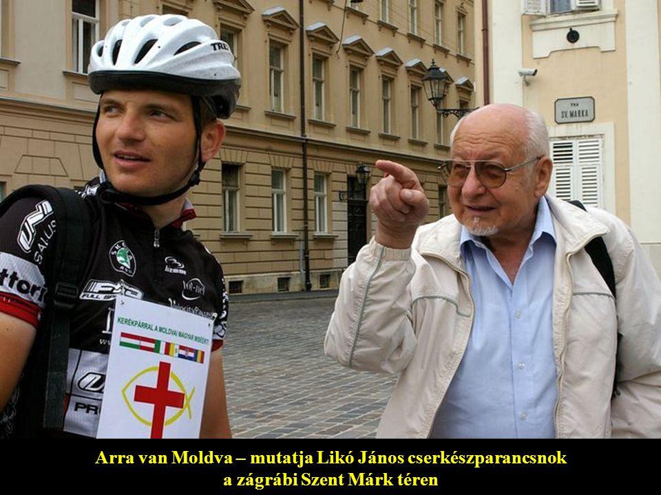 Arra van Moldva – mutatja Likó János cserkészparancsnok a zágrábi Szent Márk téren