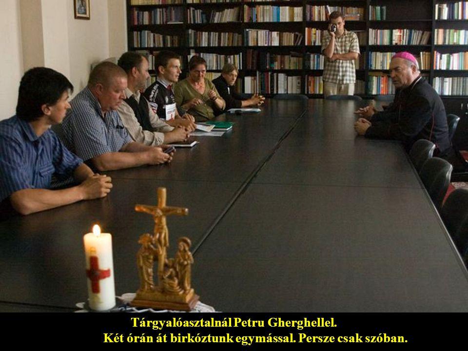 Tárgyalóasztalnál Petru Gherghellel. Két órán át birkóztunk egymással