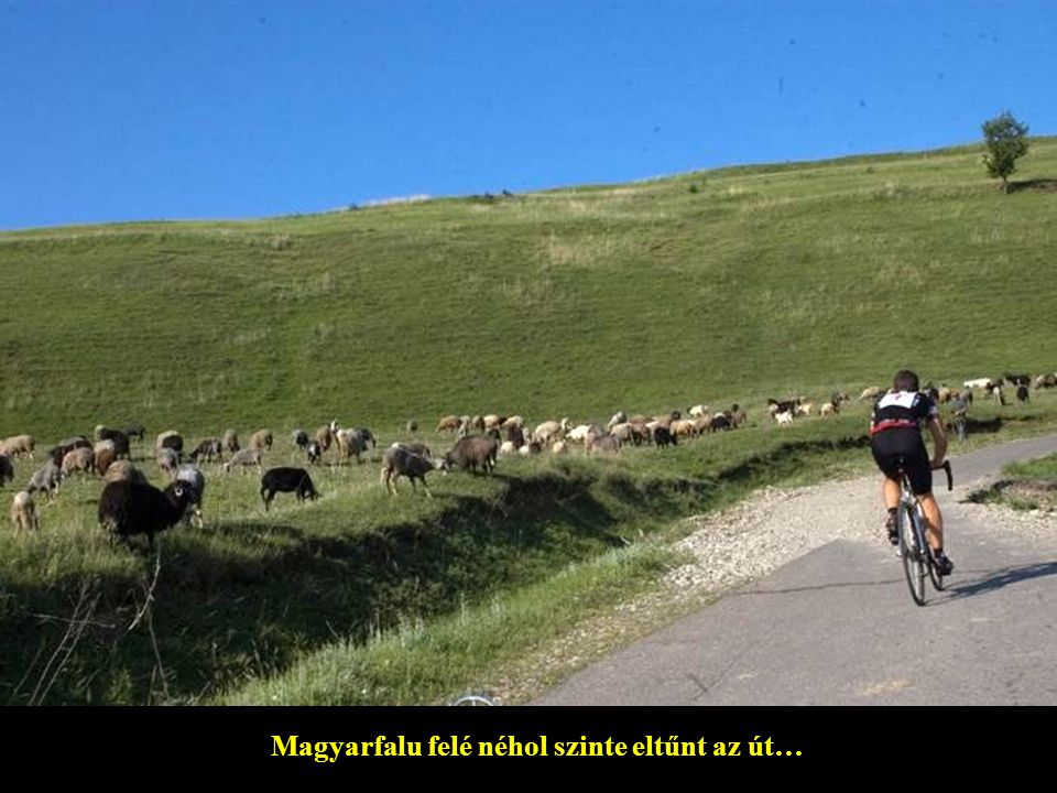 Magyarfalu felé néhol szinte eltűnt az út…