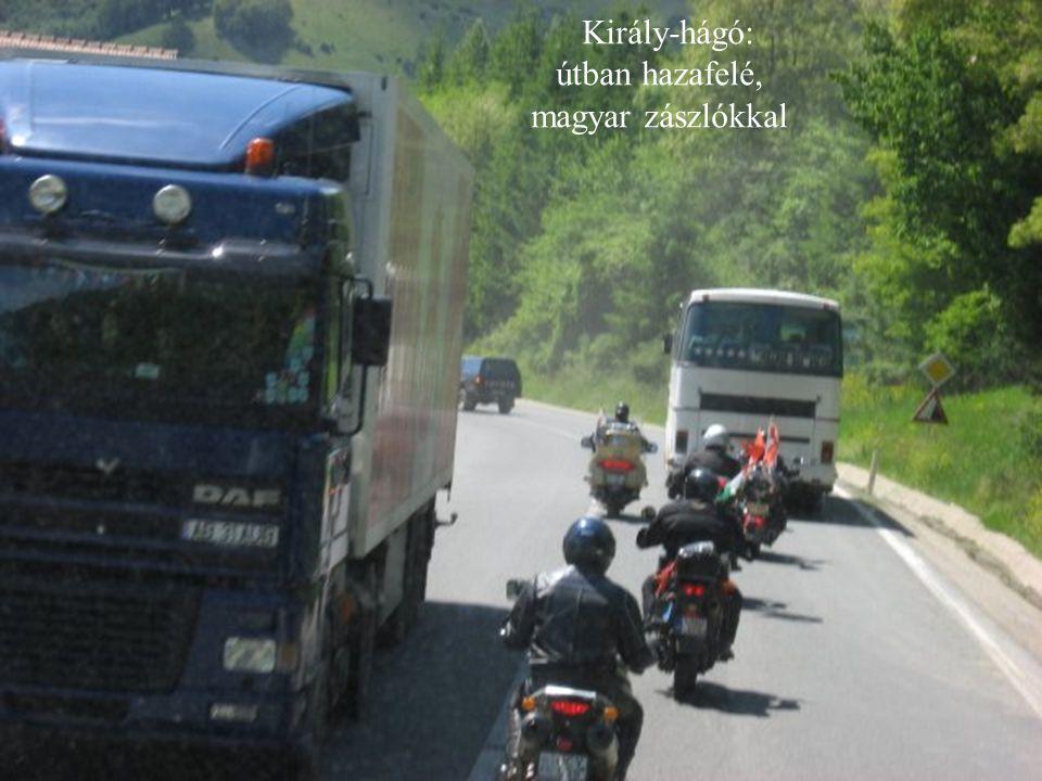 Király-hágó: útban hazafelé, magyar zászlókkal