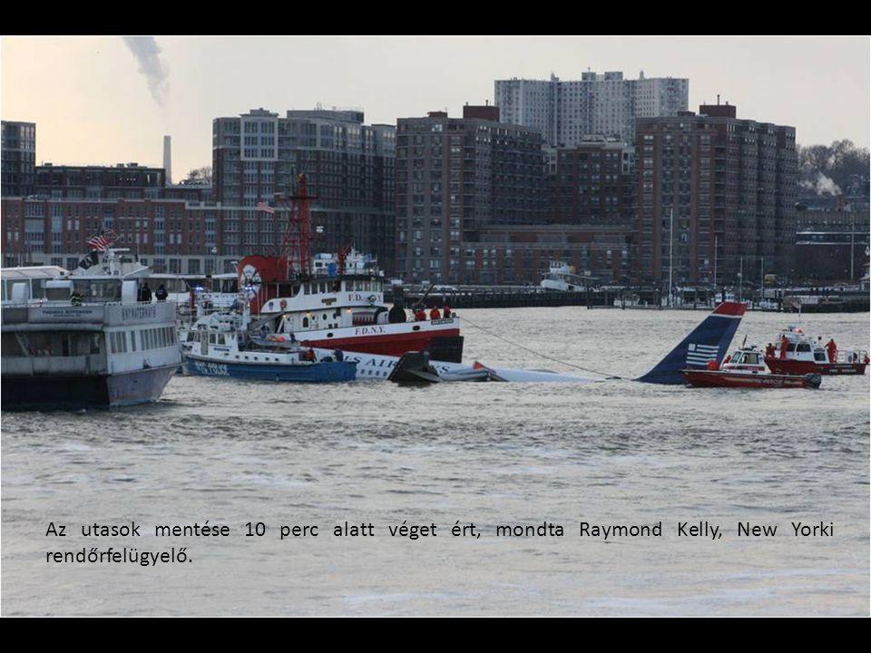Az utasok mentése 10 perc alatt véget ért, mondta Raymond Kelly, New Yorki rendőrfelügyelő.