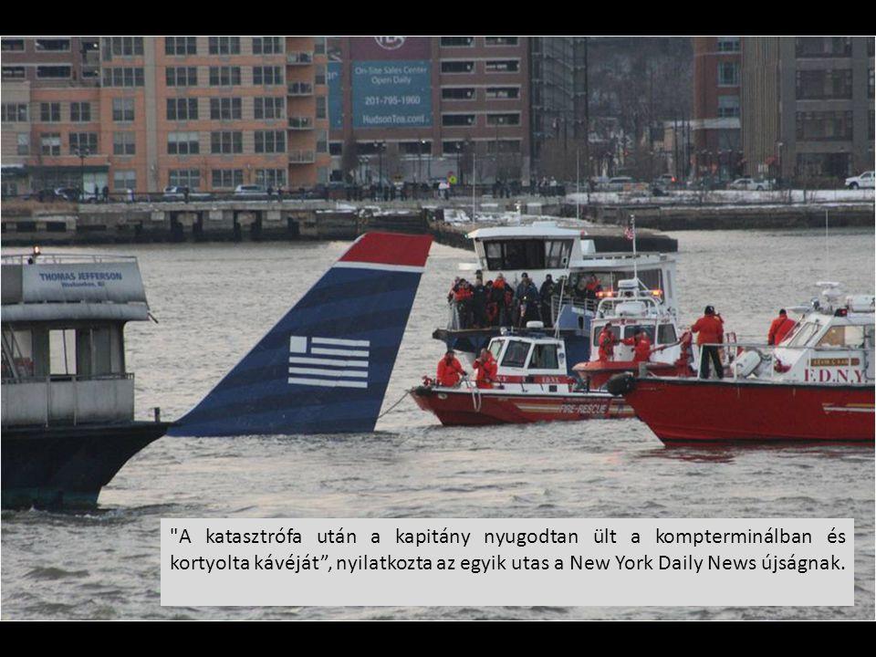 A katasztrófa után a kapitány nyugodtan ült a kompterminálban és kortyolta kávéját , nyilatkozta az egyik utas a New York Daily News újságnak.