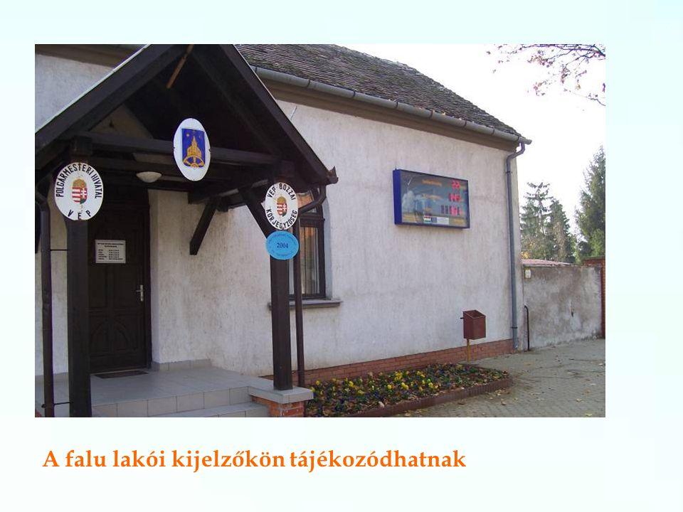 A falu lakói kijelzőkön tájékozódhatnak
