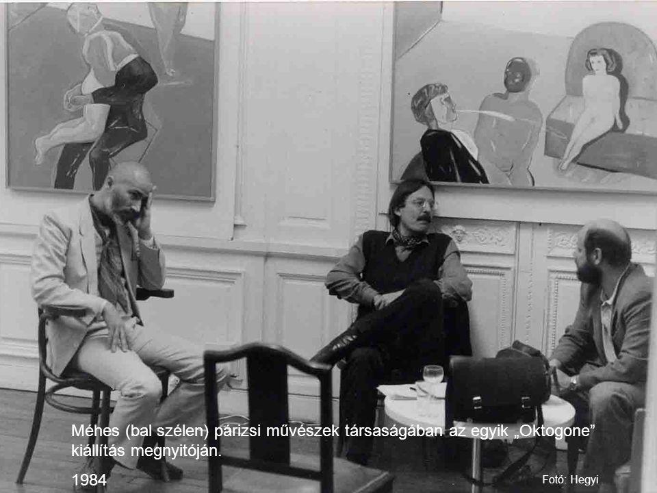 """Méhes (bal szélen) párizsi művészek társaságában az egyik """"Oktogone kiállítás megnyitóján."""