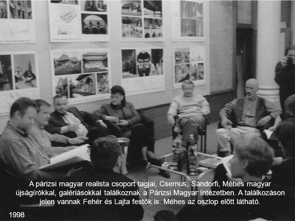 A párizsi magyar realista csoport tagjai, Csernus, Sándorfi, Méhes magyar újságírókkal, galériásokkal találkoznak a Párizsi Magyar Intézetben. A találkozáson jelen vannak Fehér és Lajta festők is. Méhes az oszlop előtt látható.