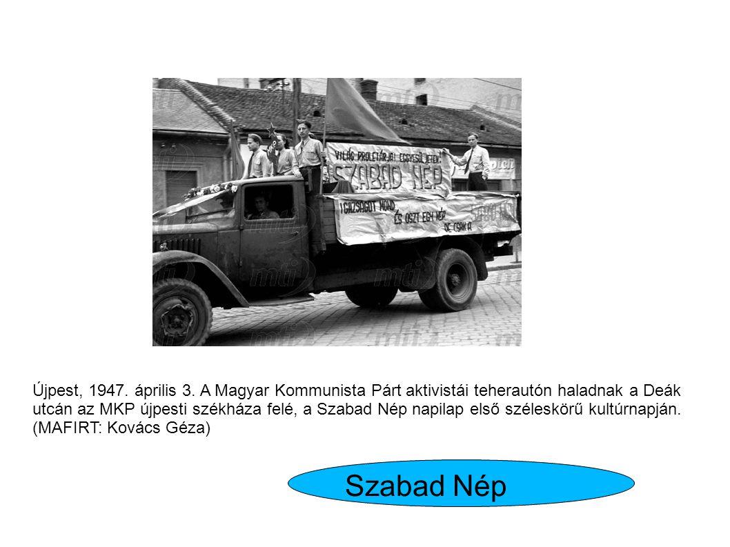 Újpest, 1947. április 3. A Magyar Kommunista Párt aktivistái teherautón haladnak a Deák utcán az MKP újpesti székháza felé, a Szabad Nép napilap első széleskörű kultúrnapján. (MAFIRT: Kovács Géza)