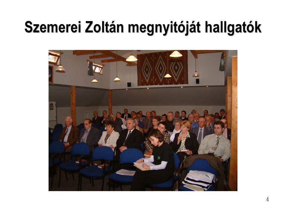 Szemerei Zoltán megnyitóját hallgatók