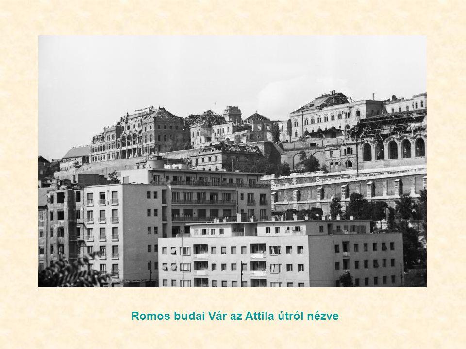 Romos budai Vár az Attila útról nézve