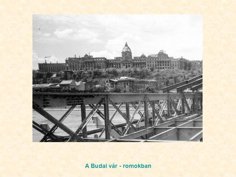Dimitrov tér A Budai vár - romokban