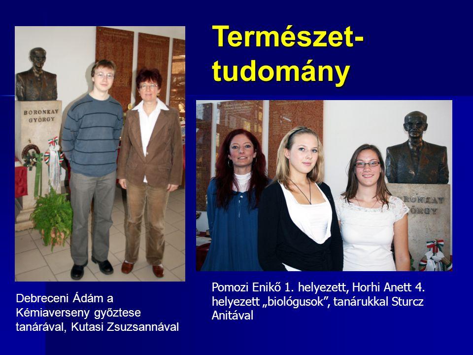 """Természet- tudomány. Pomozi Enikő 1. helyezett, Horhi Anett 4. helyezett """"biológusok , tanárukkal Sturcz Anitával."""