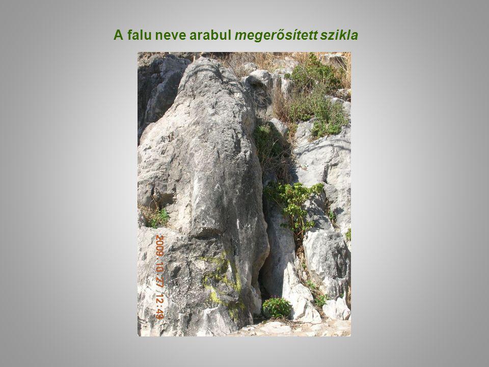 A falu neve arabul megerősített szikla