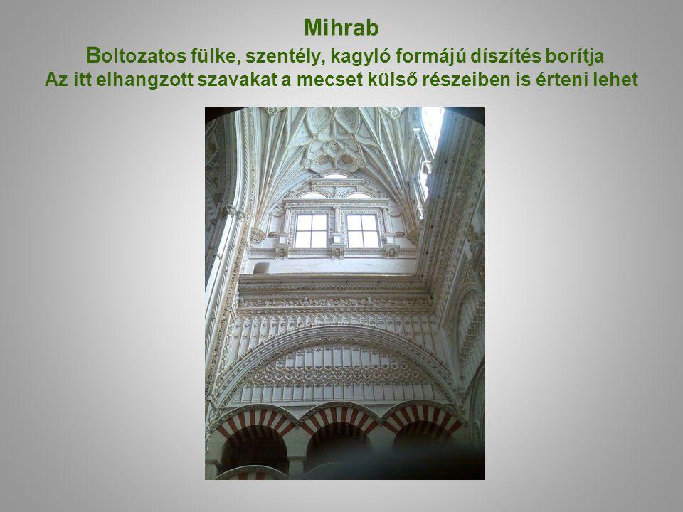 Mihrab Boltozatos fülke, szentély, kagyló formájú díszítés borítja Az itt elhangzott szavakat a mecset külső részeiben is érteni lehet