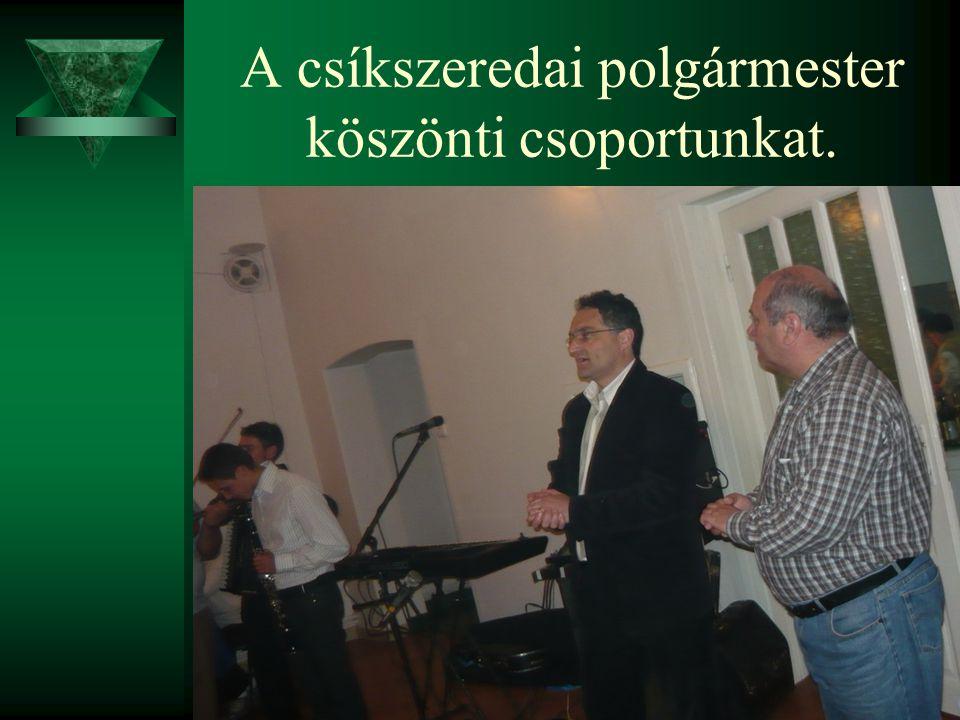 A csíkszeredai polgármester köszönti csoportunkat.